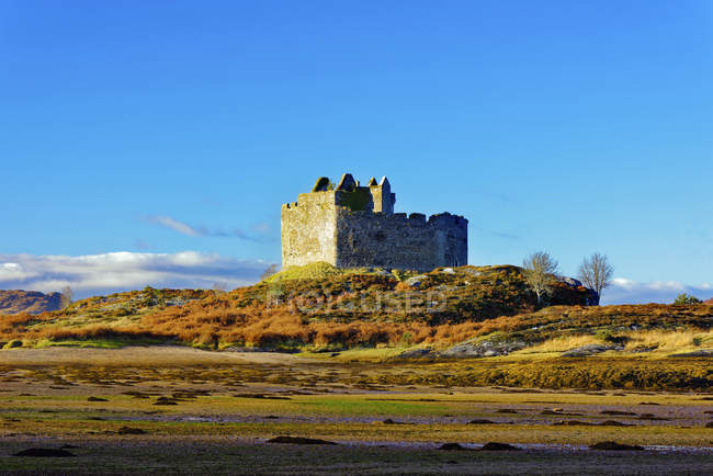 Castle Tioram on the coastal island — Stock Photo