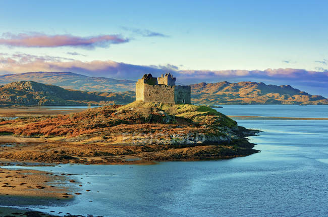 Castle Tioram on coastal island — Stock Photo