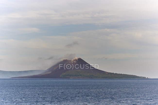 Caldeira do vulcão Krakatoa — Fotografia de Stock