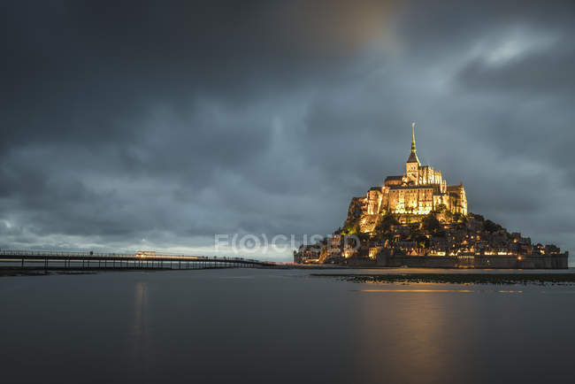 Cloudy sky at dusk, Mont-St-Michel — Stock Photo