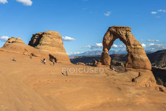 Peoples at Delicate Arch — Stock Photo