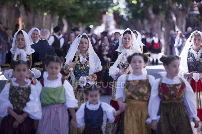 Women and children during Saint Antioco parade — Stock Photo