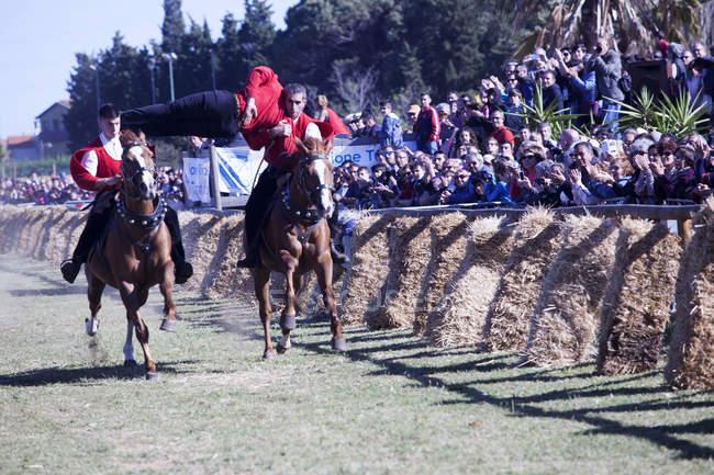 Compétition équestre de Pariglia de Sant Antioco — Photo de stock