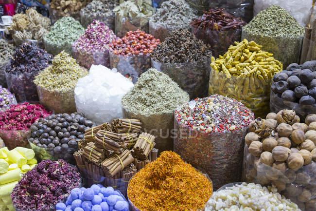 Especiarias exóticas e coloridas — Fotografia de Stock
