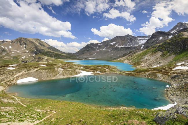 Nuvole e sole sui laghi turchesi — Foto stock