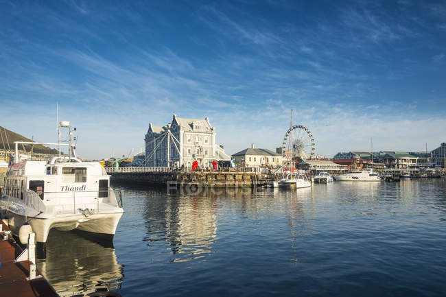 Victoria and Alfred Waterfront at sunrise — Stockfoto