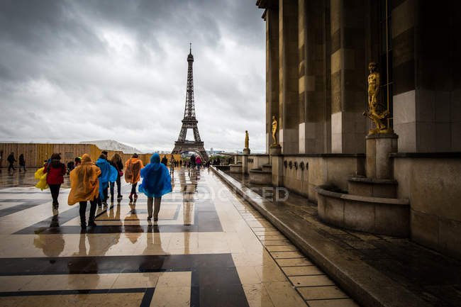 Heading towards the Eiffel Tower — стоковое фото