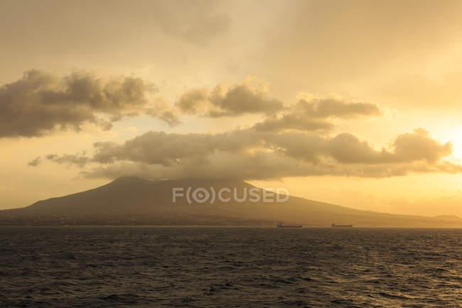Mount Vesuvius at sunrise — Stock Photo