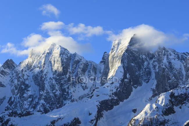 Pics rocheux Badile et Cengalo — Photo de stock
