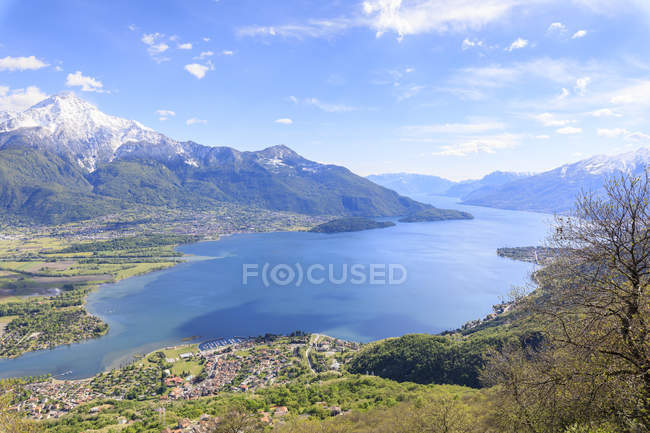 Lake Como and villages — Stock Photo