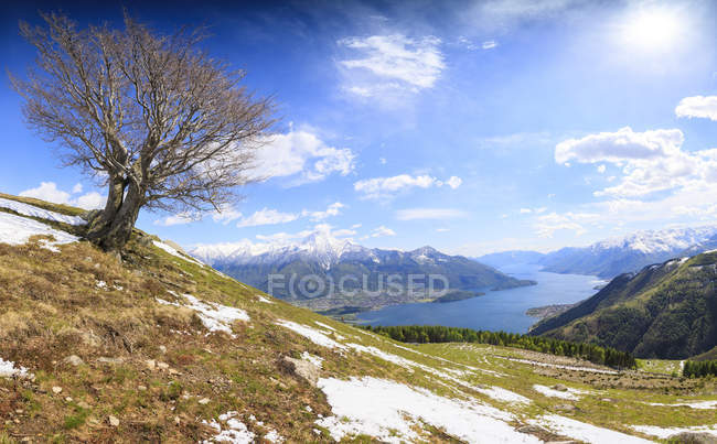 Meadows partially covered with snow — Stock Photo