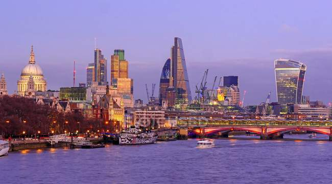 Thames River and City of London — Stock Photo