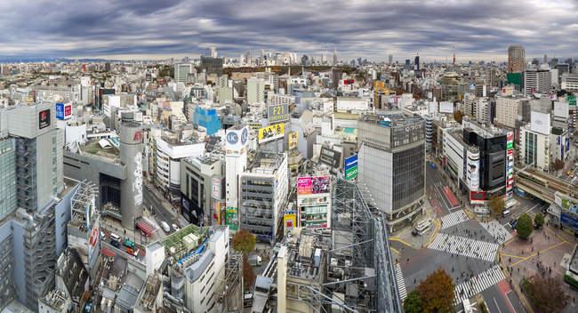Arrondissement de Shibuya avec les bâtiments modernes — Photo de stock