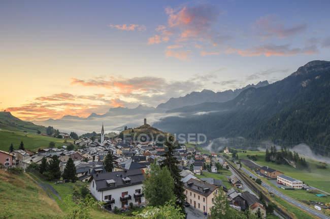 Alpine village of Ardez at sunrise — Stock Photo