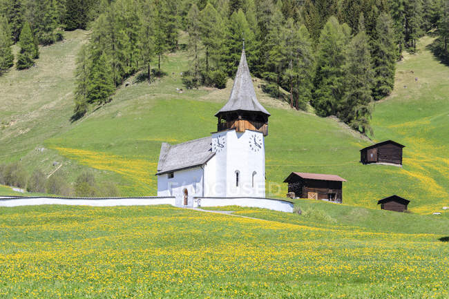 Alpine church and huts in Davos — Stock Photo