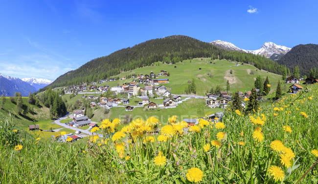 Alpine village of Davos Wiesen in spring — Stock Photo