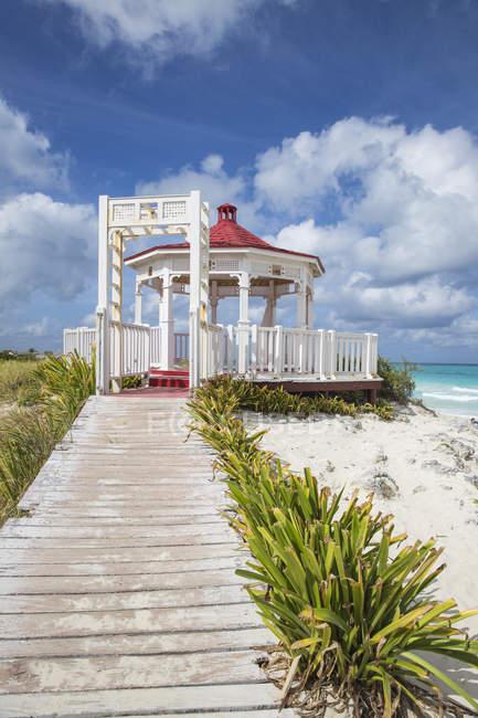 Pavillon am Playa Santa Maria — Stockfoto