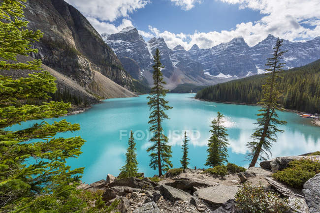 Moraine Lake and Valley of Ten Peaks — Stock Photo