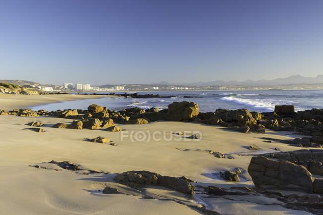 Mossel Bay mit Steinen — Stockfoto