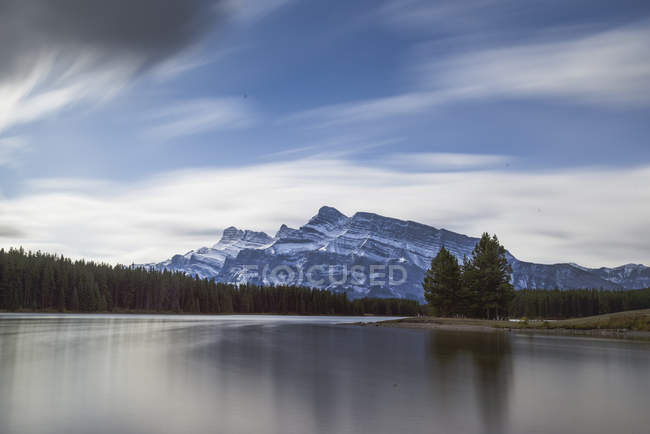 Zwei Jack Lake im Banff National Park — Stockfoto
