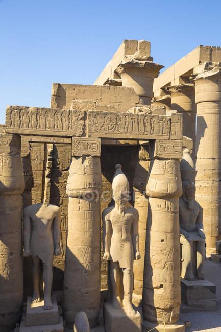 Перший суд Рамзеса Ii в храмі Луксор — стокове фото