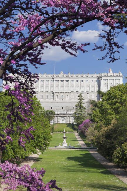 Парку Кампо-дель-Моро і Королівського палацу — стокове фото