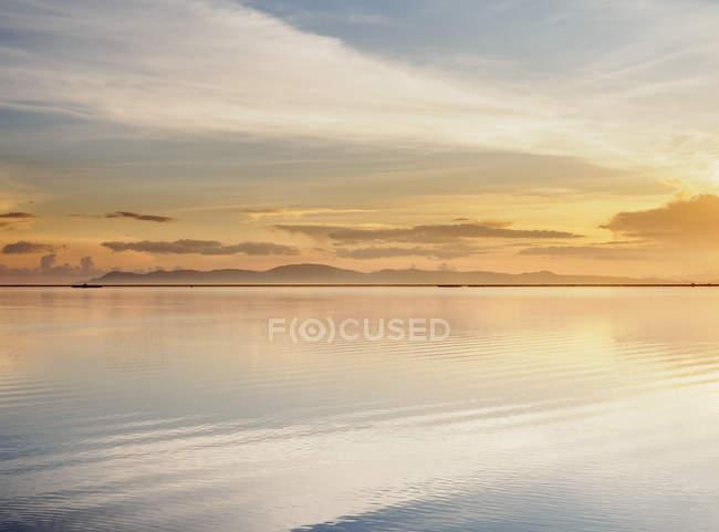 Озеро Тітікака при сходом сонця — стокове фото