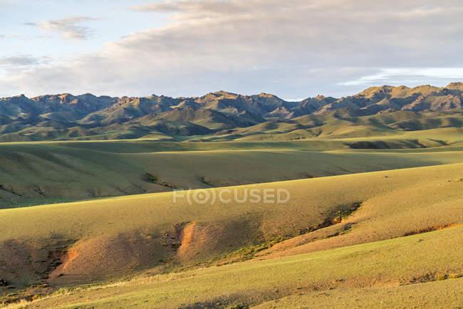 Пагорбів і гір в районі Bayandalai — стокове фото