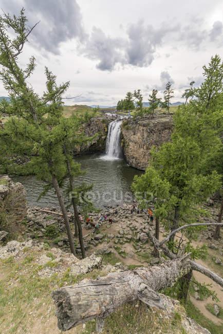 Червона водоспаду в долині Орхонський — стокове фото