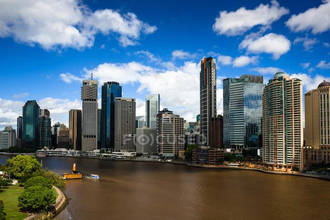 Brisbane city skyline and river — Stock Photo
