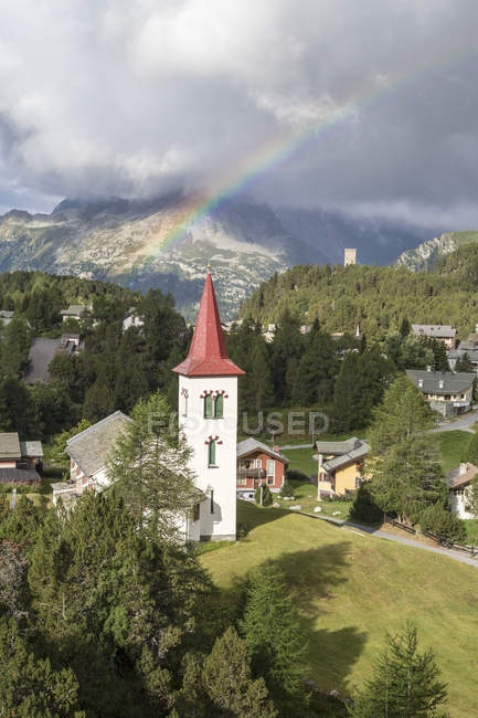 Arc-en-ciel sur Chiesa Bianca — Photo de stock