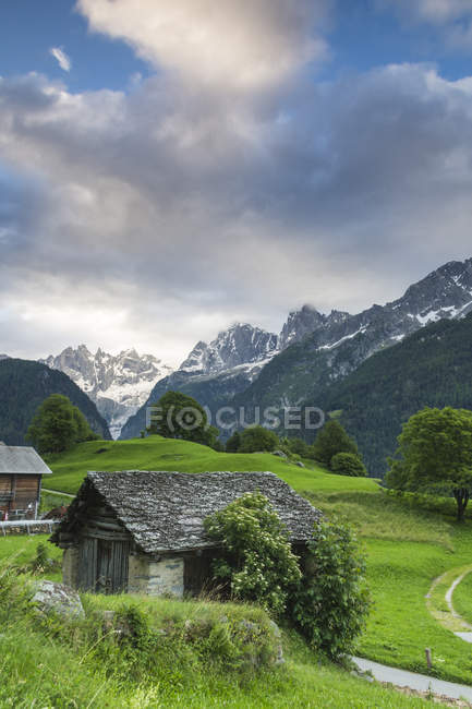 Alpine village de Soglio, à l'aube — Photo de stock