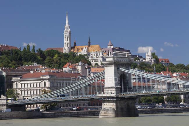 Chain Bridge with Matthias church — Stock Photo