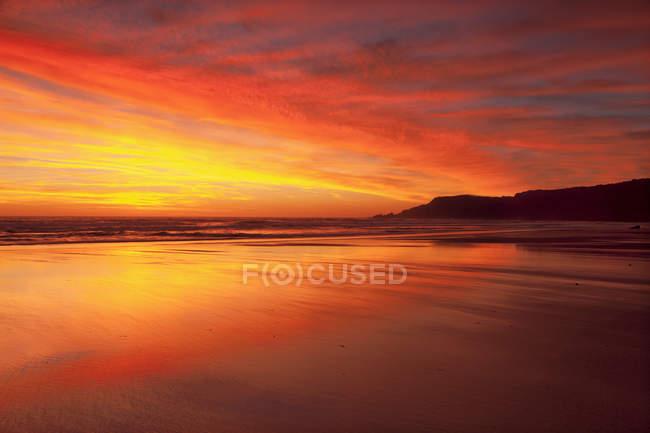 Spiaggia di Amado di Praia do al tramonto — Foto stock