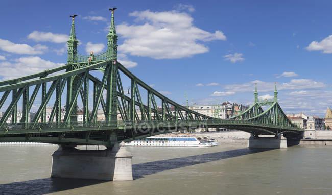 Liberdade de ponte sobre o rio Danúbio — Fotografia de Stock