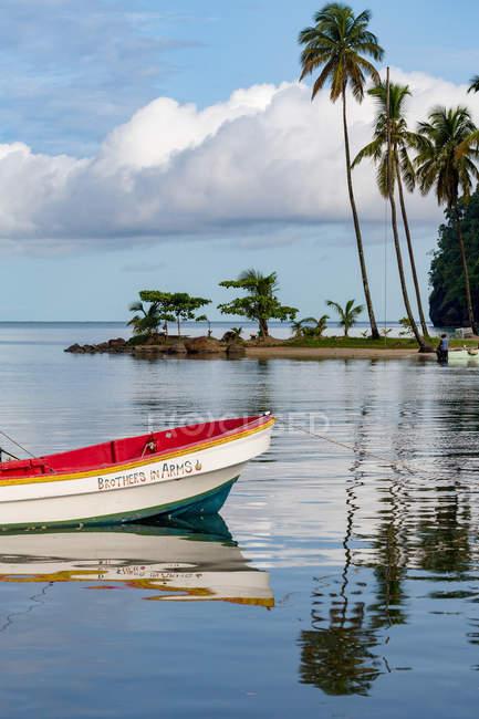 Traditional fishing boat at Marigot Bay — Stock Photo