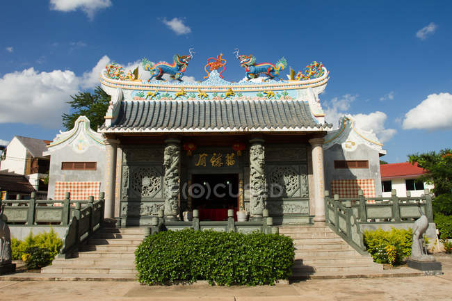 Chinese Buddhist temple — Stock Photo