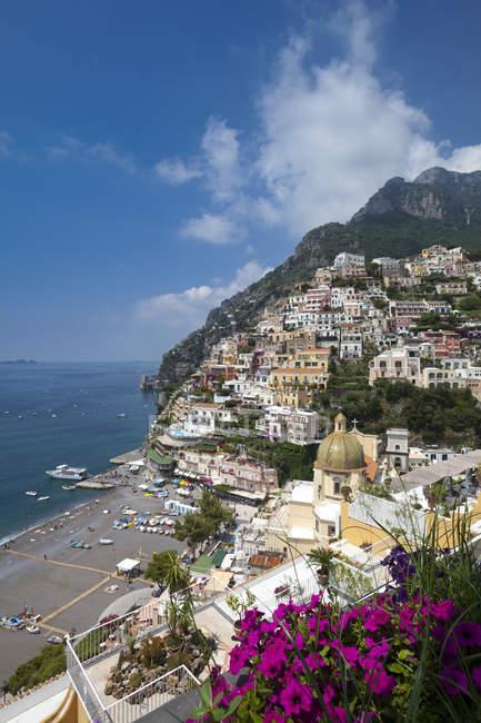 Stadt am Meer und Strand von Positano — Stockfoto