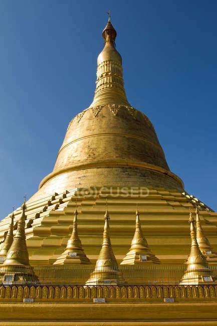 Shwemawdaw пагода комплекс — стокове фото