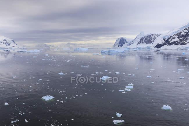 Berg- und Gletscherwelt Reflexionen — Stockfoto