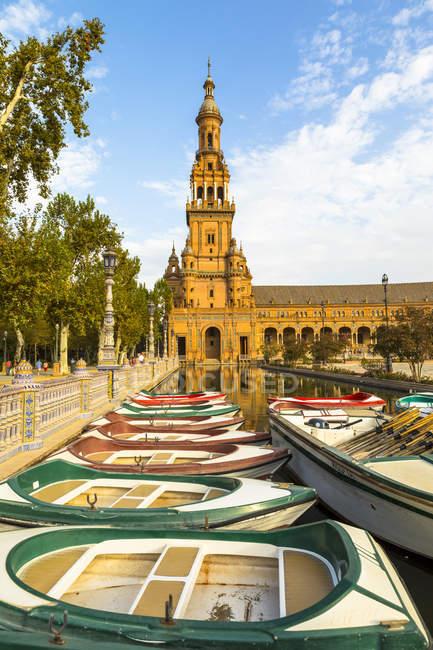 Рядок човни на Плаза де Espana — стокове фото