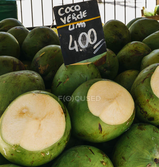 Ripe coconuts for sale — Stock Photo