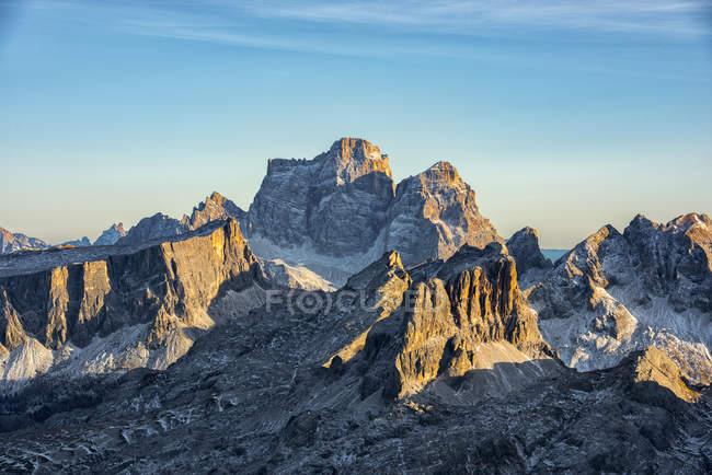 Picco di montagna di Pelmo al tramonto — Foto stock