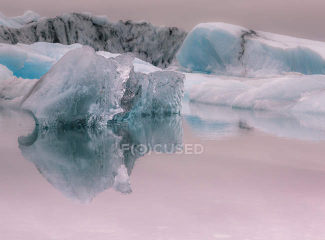 Iceberg reflection in Jokulsarlon lagoon — Stock Photo