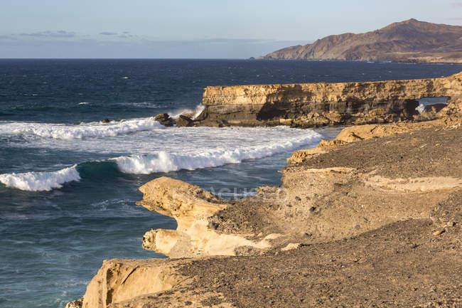 Surf и естественная арка на Плайя Ла суженной — стоковое фото
