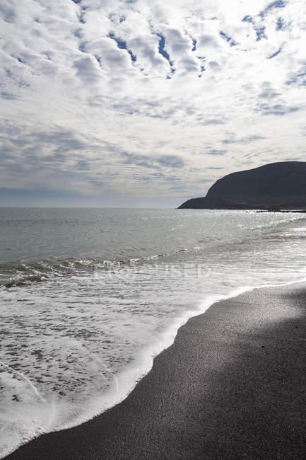 Черный пляж Playa Pozo Негро — стоковое фото