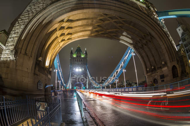 Traffic trail lights on Tower Bridge — Stock Photo