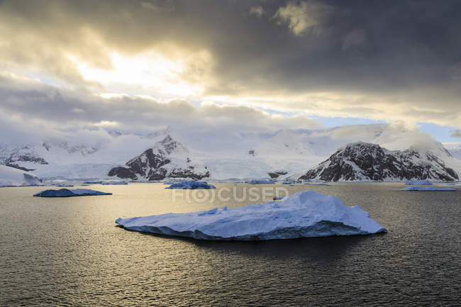 Glaciers and icebergs in clouds at sunrise — Stock Photo