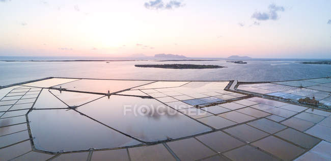 Saline dello Stagnone at sunset - foto de stock