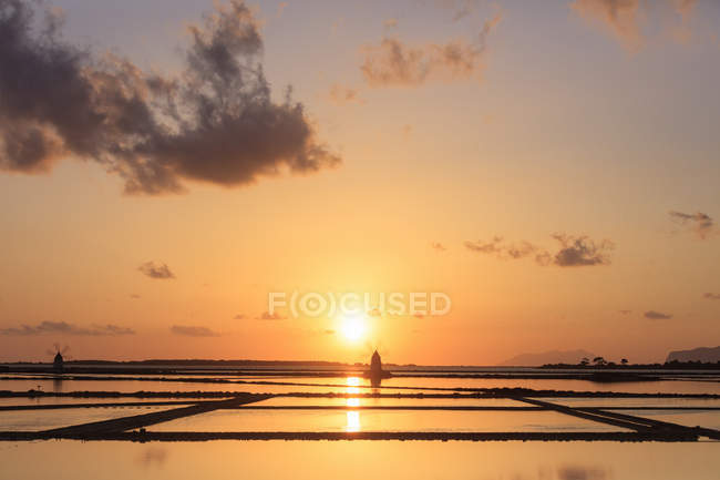 Saline dello Stagnone at sunset — Fotografia de Stock
